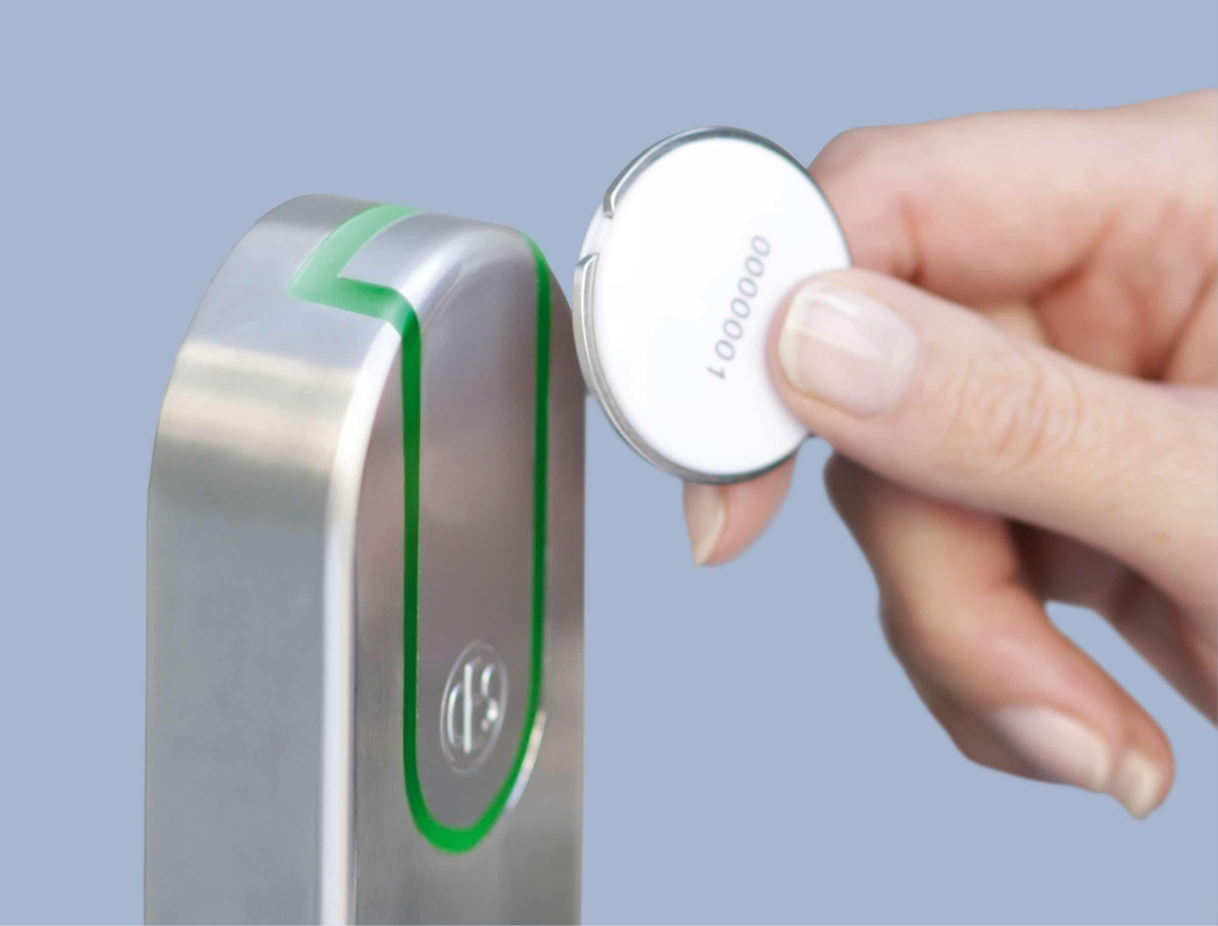 toegangsbeheer-ontgrendelen met tag of pas- slim deurslot-elektrisch deurslot-smartlock-ces